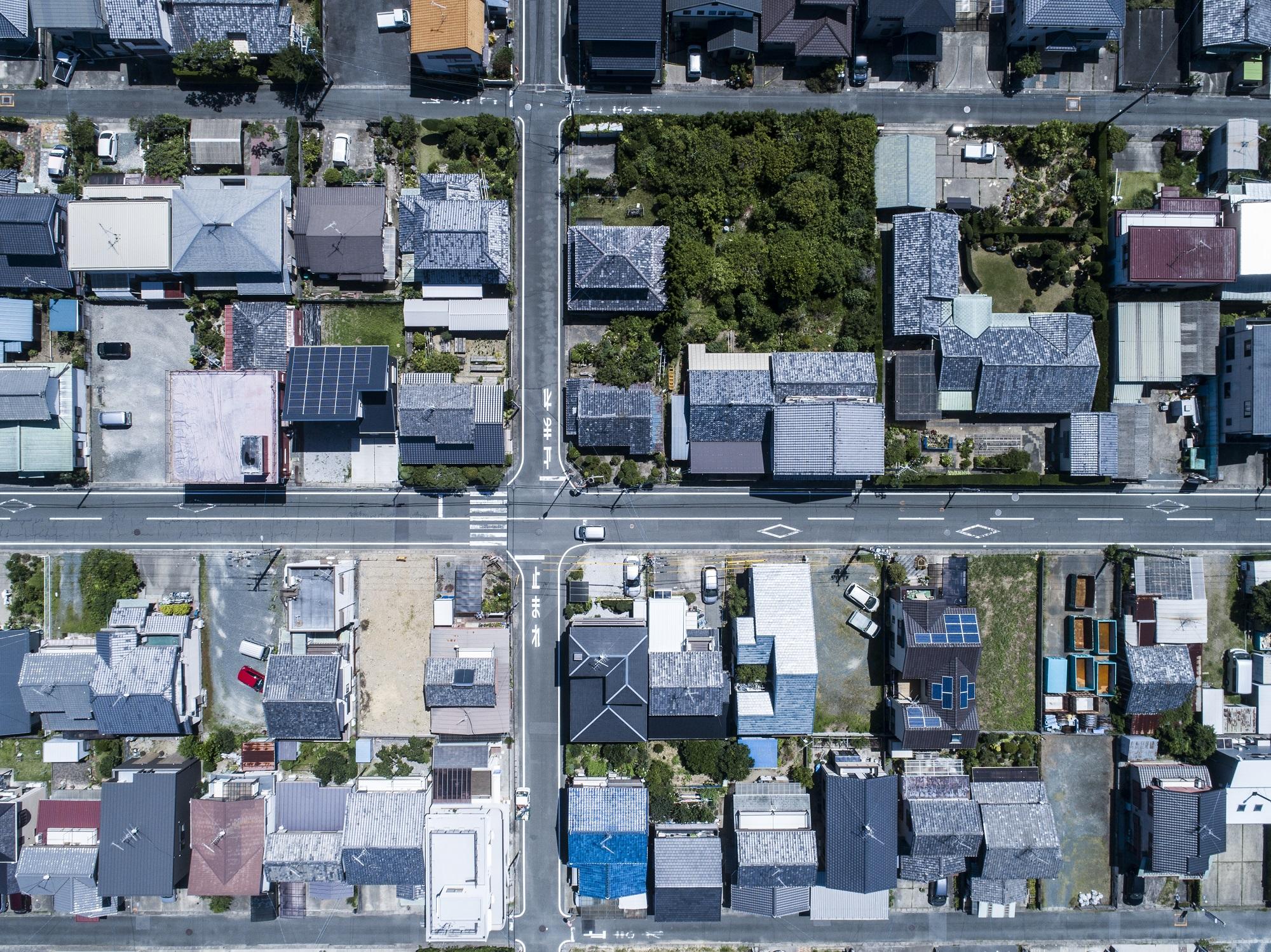 Good Family Relationships Counterbalance Neighborhood Status